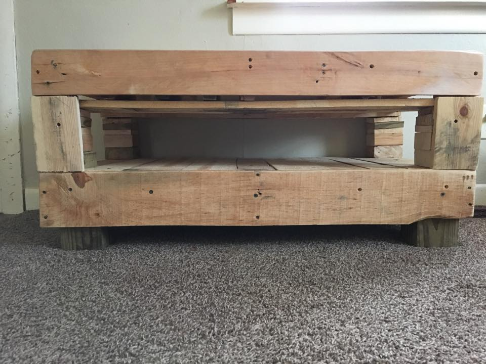 gorgeously crafted pallet coffee table