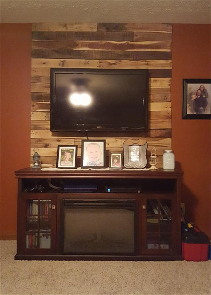 diy rustic pallet media wall