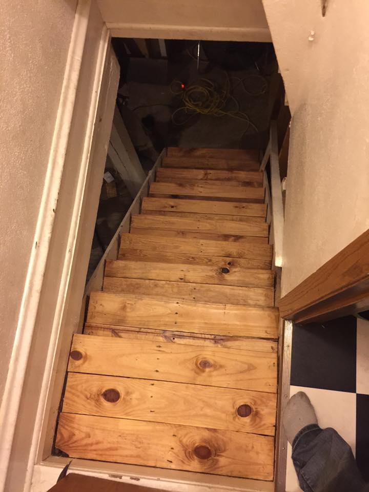 handmade pallet stairs